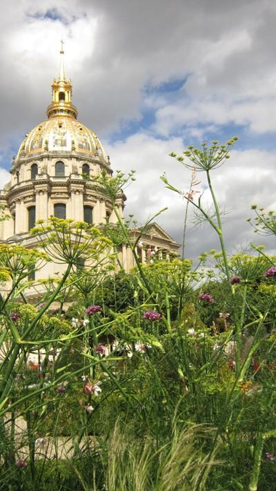 Rustykalne baldachy kopru (Jardin de l'Intendant, Kościół Inwalidów)