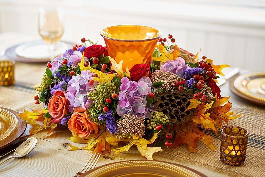 Owoce róży w dekoracji stołu fot. 1800flowers.com