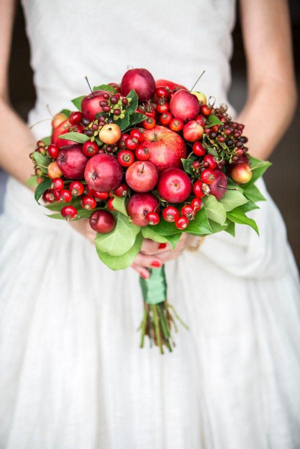 Rajskie jabłuszka, dziurawiec, owoce róży fot. bridaltrendasia.com