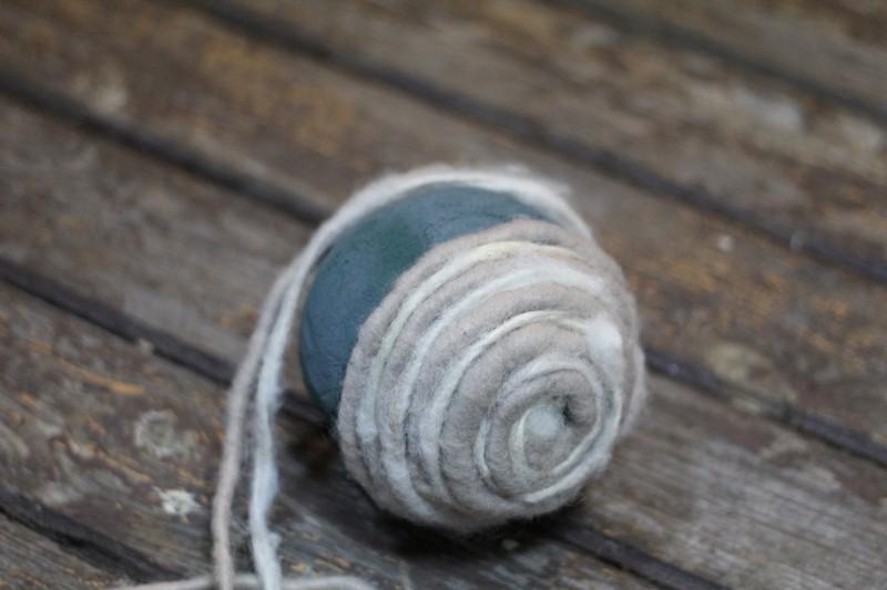 kula z filcowego sznurka