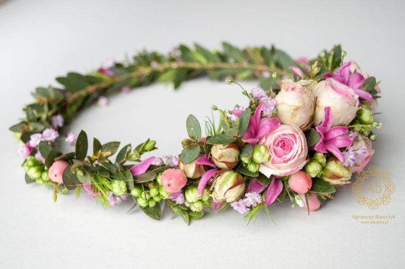 wianek_ślubny_z_różowych_kwiatów_abkwiaty_kraków