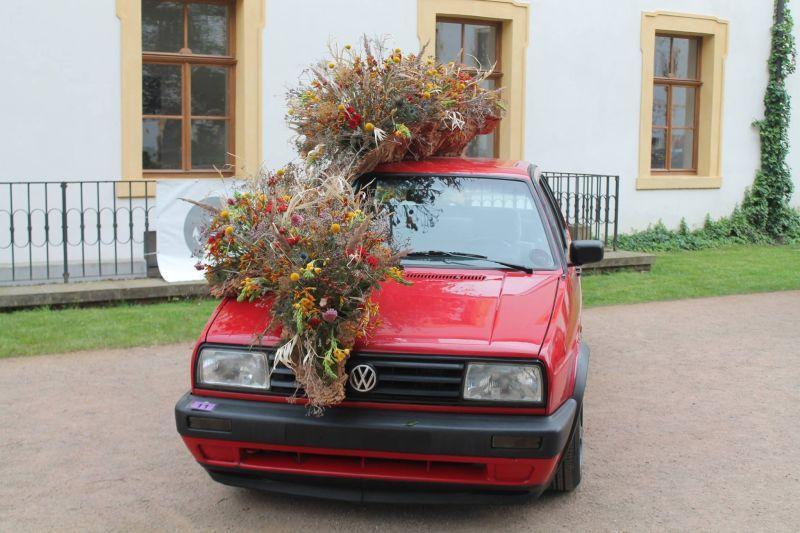 kwiatowa dekoracja samochodu