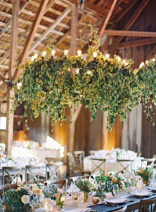 chmiel w dekoracjach ślubnych
