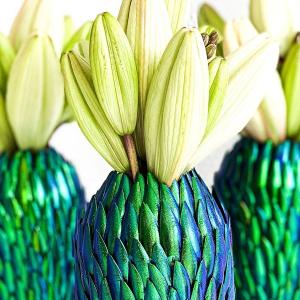 Chrząszcze, wazony i kwiaty. Co je łączy?