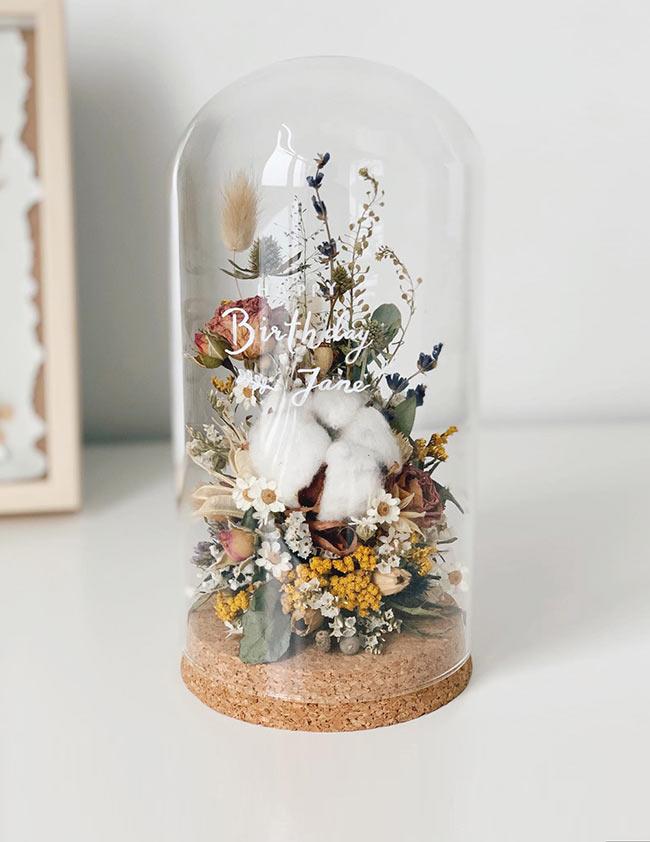 Suszone kwiaty pod kloszem