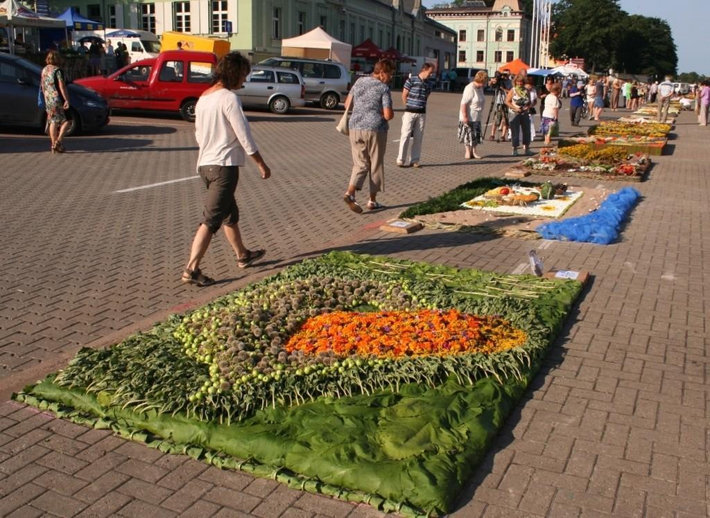 dywan kwiatowy - zespół 'Kwitnące Horyzonty' Ventspils Łotwa 2014  foto Kwitnące Horyzonty (8)