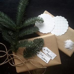 Proste pomysły na pakowanie świąteczne