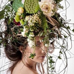 Piękno kobiecego ciała w kwiatach