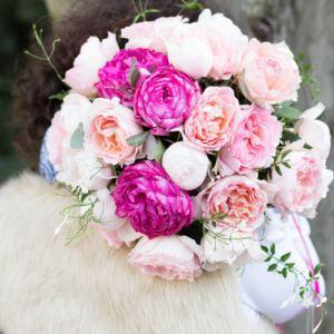 Pachnące róże ogrodowe w bukietach ślubnych