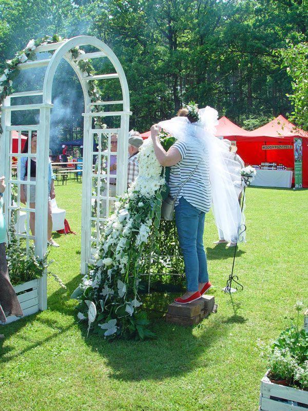 Prace florystyczne Festiwal Róż w Dobrej