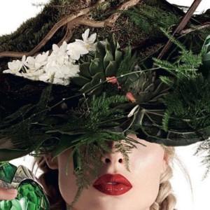Florystyczne nakrycia głowy w magazynie Harrods