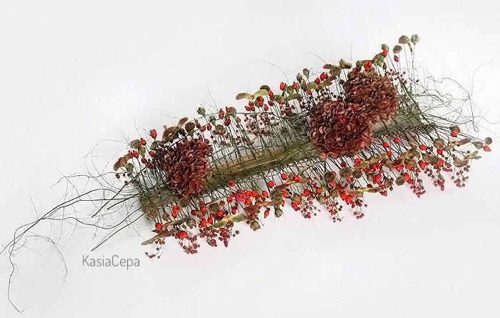 kompozycja z dziką różą