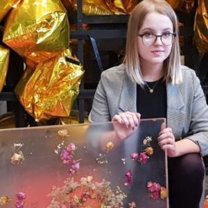 Przystanek pełen kwiatów w Łodzi