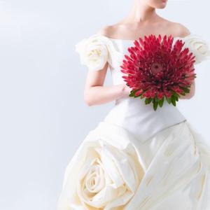 Trzy pomysły na oryginalny bukiet ślubny: z konwalii, lilii i protei