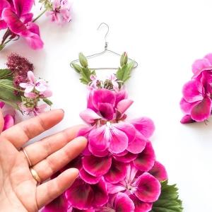 Płatek i szpilki. Kwiatowe haute couture w wersji mini.