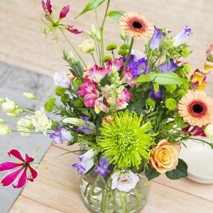 Żeby kwiaty cięte były piękne, trwałe i długo stały w wazonie... Jak to zrobić?